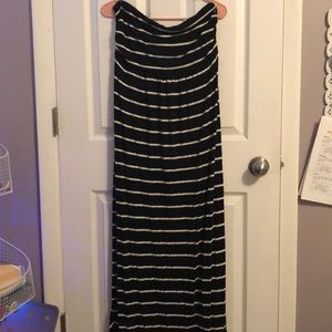 Old Navy Maternity Black and White Maxi Dress
